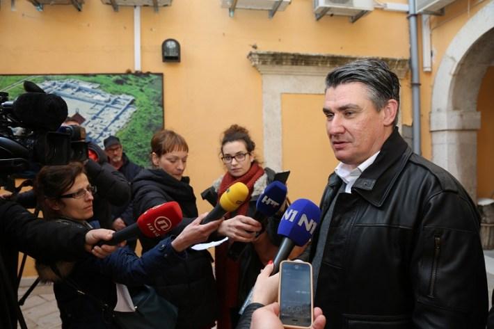 Zoran Milanović u Tisnom - izjava (Foto H. Pavić) (2)