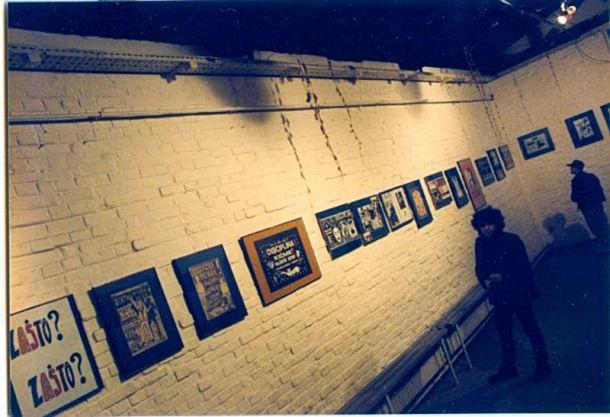 Dušan Kojić Koja na izložbi svojih plakata u Galeriji SC prije 15 godina