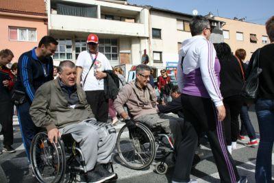 "Članovi Udruge osoba s invaliditetom ""Sveti Bartolomej"" blokirali promet u Kninu"