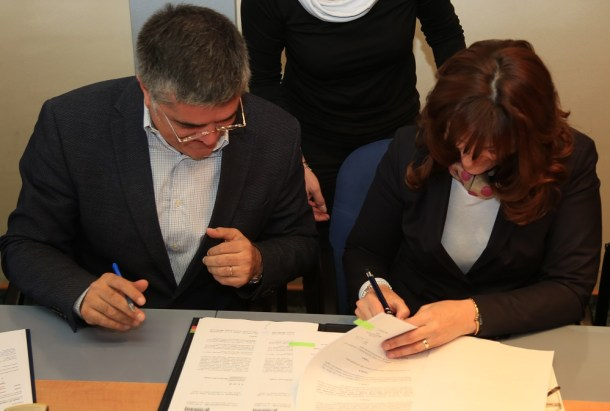 Jadranka Fržop, Željko Dulibić, Goran Pauk, Nikica Penđer i Joko Ćaleta - potpisivanje ugovora (Foto H. Pavić) (5)