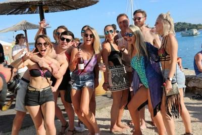 Britanski partijaneri u tišnjanskom The Garden Resortu (Foto: Tris/H. Pavić)
