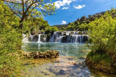 NP Krka: Zbog sve većeg broja posjetitelja na Skradinskom buku ograničit će prostor za kupanje