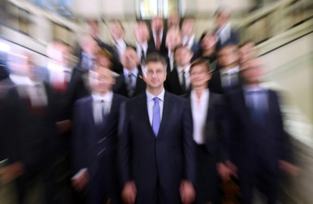 NOVA VLADA Zajednièka fotografija na stepenicama Hrvatskog sabor