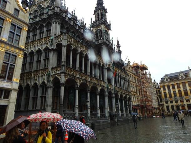 Središnji trg Grand Place je poluprazan