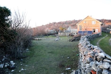 Kuća Rade i Stoje. I njihove ovce
