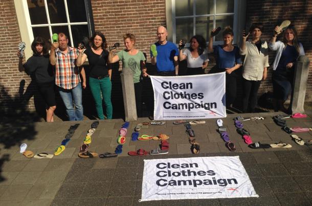 Prosvjed protiv hiperproizvodnje obuće nauštrb potlačenih radnika - foto: kampanja Clean Clothes