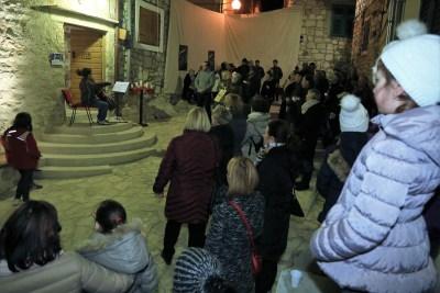 Kulturno uzdizanje u Betini: Uz logorsku vatru i pred crno-bijelim televizorom