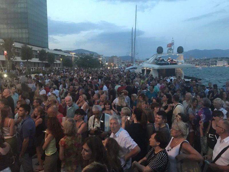 Prosvjed Split gori (foto twitter/Jelena Tešija)