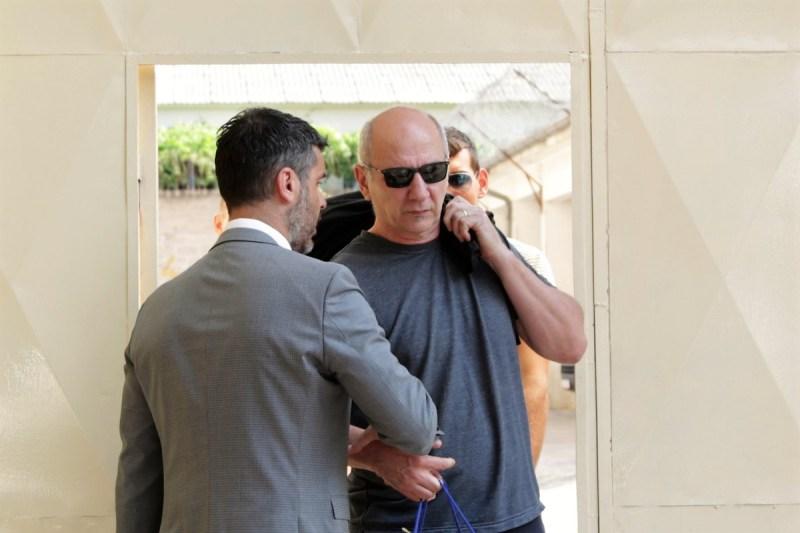 Tonća kandida na izlasku iz zatvora dočekao je odvjetnik Krešimir Škarica (Foto: Tris/H. Pavić)