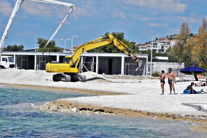 (FOTO) Na plaži Rezalište 'završni radovi' – temperatura mora: 23,9 stupnjeva