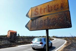 Nagorjeli putokazi za Štrbce i Mjerkače kod Đevrski (foto TRIS/G. Šimac)