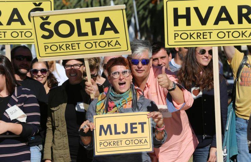 S jednog od prosvjeda 'Pokretnih otočana' (foto: pokret otoka/Otoci.eu)