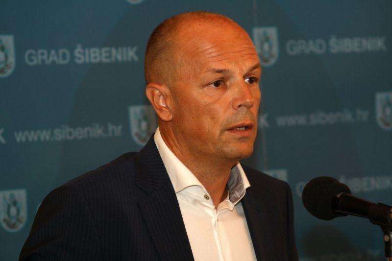 Predsjednik SDP-a šibensko-kninske županije Joško Šupe: Unatoč zabrani posjeta, 2.ožujka dožupan i dogradonačelnik Šibenika bili su na proslavi stotog rođendana štićenice Cvjetnog doma!?