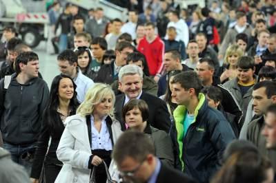 Veseli Ivica u društvu sretnih  ljudi (liustracija) foto: www.ivicatodoric.hr