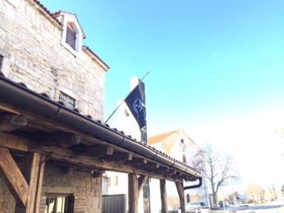 Kistanje u žalosti za generalom Praljkom: HOS-ova zastava na pola koplja…