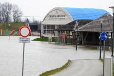 Cesta vodi u vodu (foto TRIS/G. Šimac)