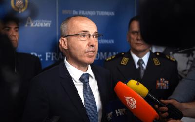 """Lete štuke, lete avioni…/ Krstičević se opet """"istrčao"""" s američkim F-16, zaboravljajući da odluku donosi Vlada, njegovo je tek da u realizaciji """"zariba""""…"""
