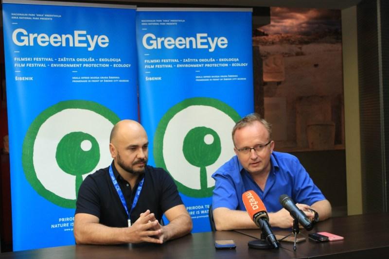 Na slici umjetnički direktor Green Eye Festivala Hrvoje Petek i ravnatelj NP Krka Krešimir Šakić