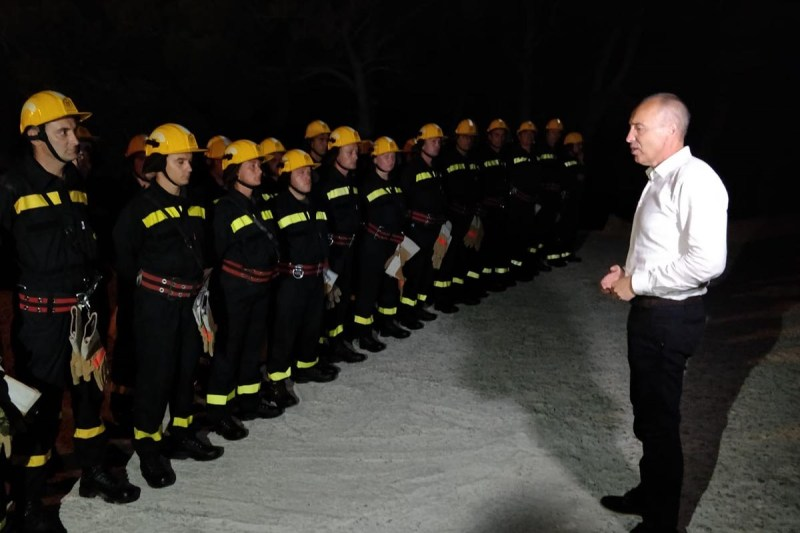 Postrojavanje vatrogasaca!? (foto MORH)