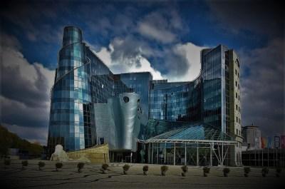 Zgrada poljske 'katedrale duha'  (foto Wikipedia/TRIS)