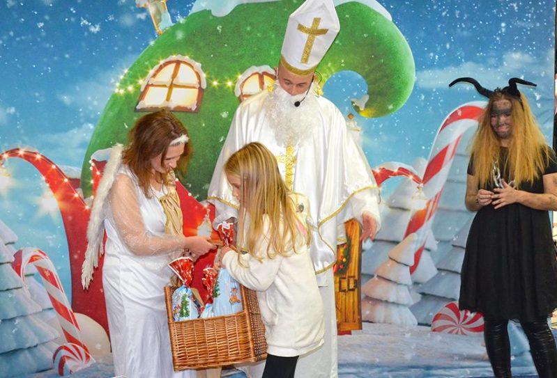 Sveti Nikola razveselio najmlađe u Dalmare centru