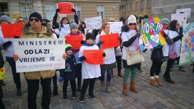 Borba za spasonosni lijek Spinrazu: -Je li moguće da bolesna djeca dolaze tražiti život i zdravlje od političara?