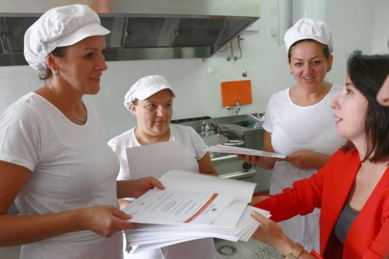 Foto: Kuharice sisačke OŠ Braća Ribar i nutricionistica Diana Gluhak Spajić, HMS