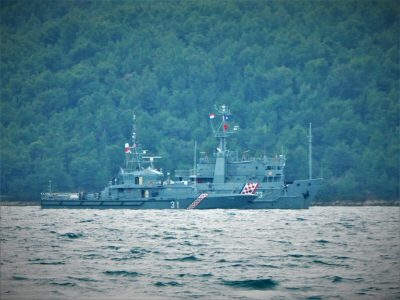 Brodovi HRM-a jutros na mjestu pronalaska olupine helikoptera (foto TRIS/G. Šimac)
