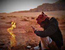 Vatra u pustinji boje vatre (foto TRIS/G. ŠIMAC)