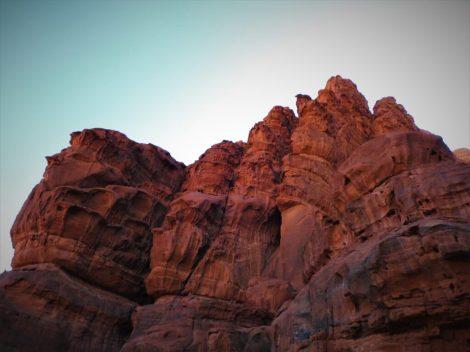 Crvene stijene svuda unaokolo (foto TRIS/G. ŠIMAC)