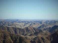 Pogled prema Saudijskoj Arabiji s 'krova' Jordana, vrhaJabal Umm ad Dami od 1854 metra (foto TRIS/G. ŠIMAC)