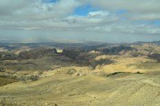 Pogled na masiv pješčenjačkih brda u kojima se skriva Petra (foto Joso Gracin Joka)