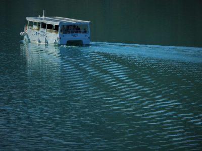 Brod ne proizvodi velike valove (foto TRIS/G. Šimac)