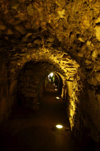Mnogobrojni podzemni prolazi u utvrdi Karak(foto J. Gracin)