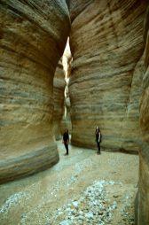 Nina i Anđela u Wadi Numeiri (foto J. Gracin)