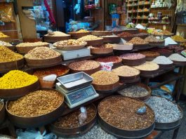 Orašasti plodovi i začini s Ammanskog bazara (foto J. Gracin)