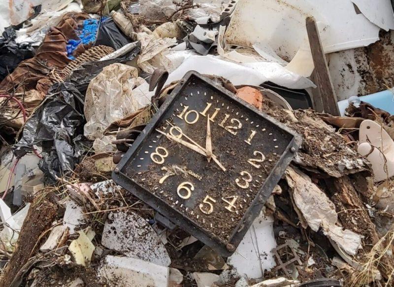Sat u smeću.... foto  Mare Navis