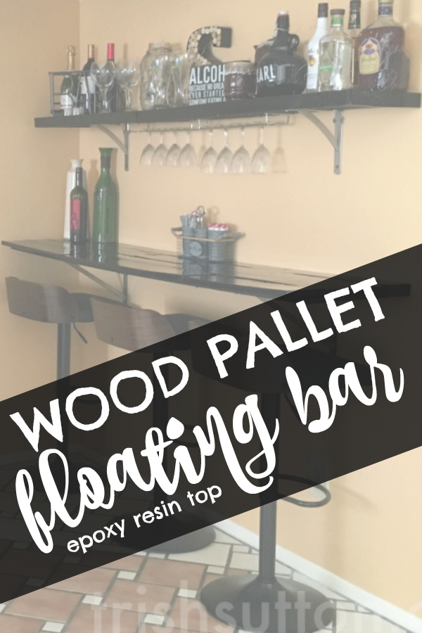 DIY Wood Pallet Floating Bar: makeover of an incomplete room aka 'the kitchenette'. How to build an Upcycled Wood Pallet Bar & Shelf with Epoxy Resin Top.
