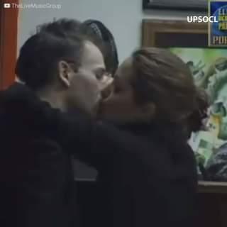 Angelina Jolie è stata fotografata mentre faceva visita al suo ex marito, a casa sua. Nono…