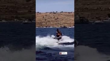 Elisabetta Gregoraci guida la moto d'acqua #elisabettagregoraci
