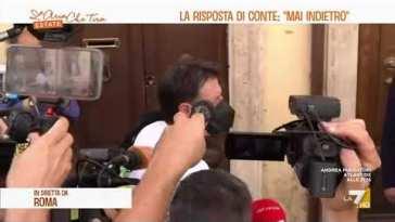 """Rottura di Grillo, Giuseppe Conte rientra a casa dopo un allenamento di tennis: """"Ho già …"""
