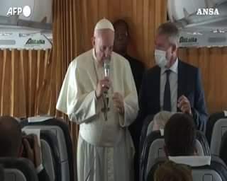 """Papa Francesco: """"L'aborto è omicidio, la Chiesa non sia politica"""". Il Pontefice parla ai g…"""