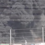 Dubai, in fiamme azienda di smaltimento di rifiuti petroliferi