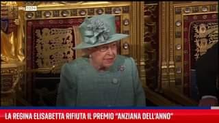 """""""Vecchio è chi si sente tale"""", la Regina Elisabetta rifiuta premio di """"Anziana dell'Anno"""":…"""