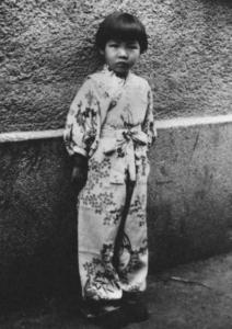Học giả Homare Endo lúc 5 tuổi, bà may mắn sống sót trong đợt vây khốn Trường Xuân, năm 1953 bà theo người thân trở về Nhật Bản, hiện là giáo sư danh dự Đại học Tsukuba. Cả đời bà chưa thoát khỏi ám ảnh kiếp sống đói khát trong thời gian bị vây khốn tại Trường Xuân.