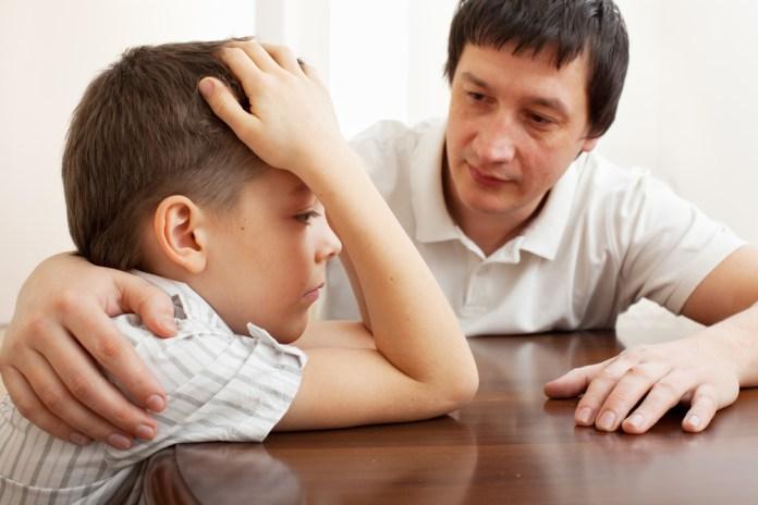 8 cách để cải thiện sự tự ti của trẻ, người cha tốt