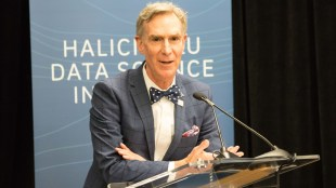 Bill Nye spoke at the UC San Diego Supercomputer Center to dedicate the Halicioglu Data Science Institute on Mar. 2. (Rishi Deka / The Triton)