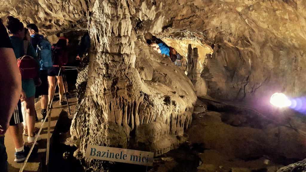 Bazinele-Mici-Pestera-Muierilor - Excursie de o zi la Pestera Muierilor