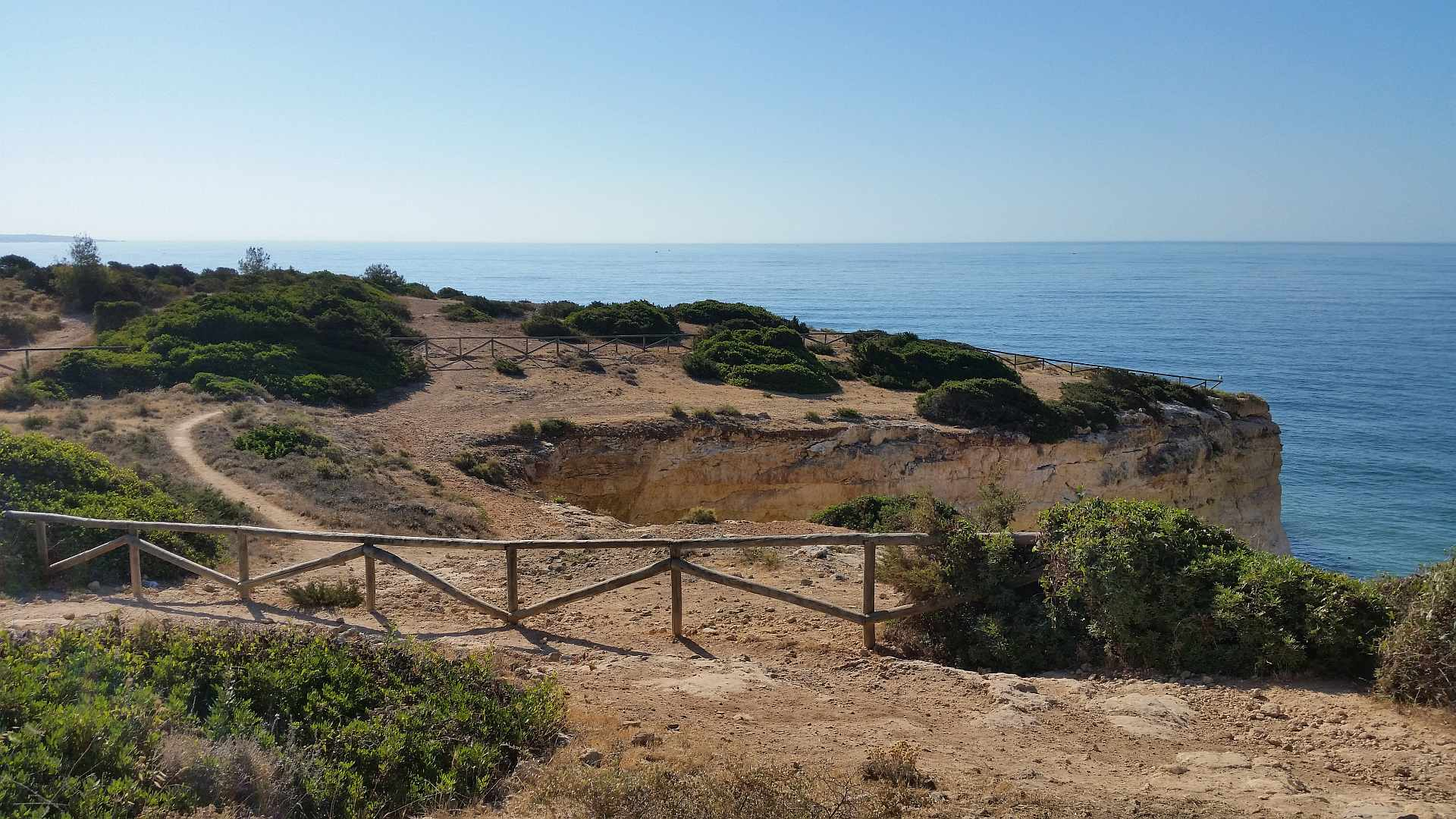 Lagao - Algarve - the path between beaches