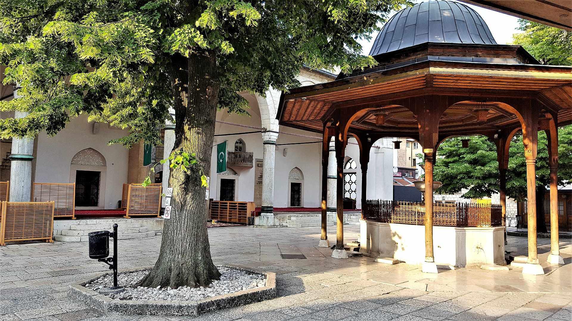 Gazi Husrev-beg Mosque - top atractii sarajevo